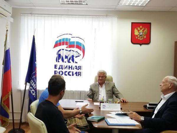 К Геннадию Котельникову люди приходят на прием за решением самых сложных вопросов