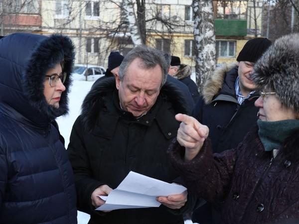 Елена Лапушкина провела рабочий объезд Кировского района